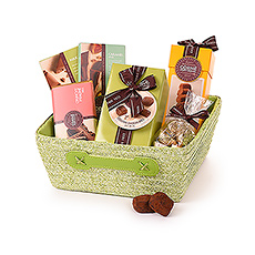This beautiful Corné Port Royal gift hamper is the ultimate treat for milk chocolate fans. The temptations include milk chocolate pralines, ganaches, gianduja, caramels, and more!