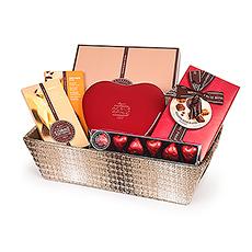 Mit diesem schicken Geschenkkorb voll verführerischen Schokoladen erleben Sie zusammen köstliche, zarte Momente.
