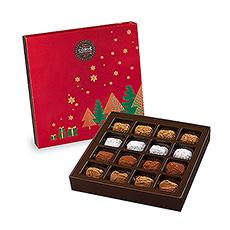 Diese mit weihnachtlichen Motiven und Farben geschmückte Schachtel bietet eine Auswahl an Schoko-Trüffeln, Marc de Champagne-Trüffeln, Kaffee-Trüffeln und Trüffeln mit Karamell und Salz aus Guérande.